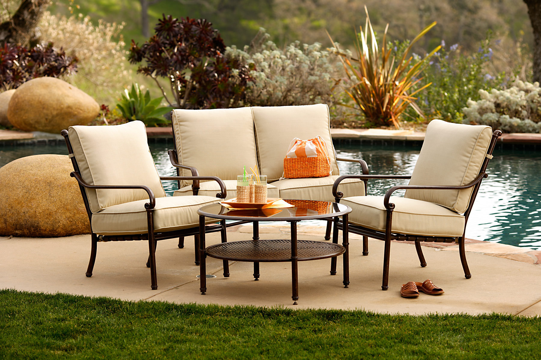 Great Patio Furniture That Enhance the Beauty of the Patio